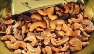Rainforest Cashew Halves